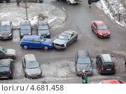 Купить «Столкновение легковых автомобилей на повороте», фото № 4681458, снято 26 марта 2013 г. (c) Кекяляйнен Андрей / Фотобанк Лори