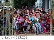 Купить «Вход в школьный двор рядом с поселком Яншо в Гуанси-Чжуанском автономном районе Китая», фото № 4683258, снято 17 мая 2013 г. (c) Николай Винокуров / Фотобанк Лори
