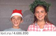 Купить «Siblings ready to celebrate christmas», видеоролик № 4686890, снято 18 июня 2019 г. (c) Wavebreak Media / Фотобанк Лори