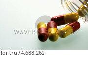 Купить «Capsule medicine pouring from plastic jar», видеоролик № 4688262, снято 17 декабря 2018 г. (c) Wavebreak Media / Фотобанк Лори