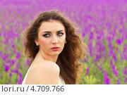 Купить «Портрет привлекательной молодой женщины на цветущем поле», фото № 4709766, снято 26 мая 2012 г. (c) Сергей Сухоруков / Фотобанк Лори