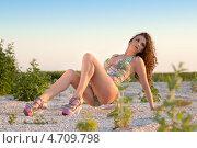 Изящные кудрявая брюнетка, фото № 4709798, снято 9 июня 2012 г. (c) Сергей Сухоруков / Фотобанк Лори