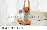 Купить «Blonde lady doing yoga», видеоролик № 4711778, снято 26 марта 2019 г. (c) Wavebreak Media / Фотобанк Лори