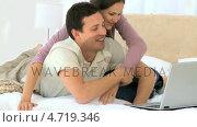 Купить «Woman hugging her husband while he is working on his laptop», видеоролик № 4719346, снято 22 июля 2019 г. (c) Wavebreak Media / Фотобанк Лори