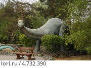 Купить «Статуя динозавра у входа в Новосибирский зоопарк», фото № 4732390, снято 5 июня 2013 г. (c) Иванова Анастасия / Фотобанк Лори