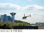 Купить «Вертолет Robinson R-44 Raven на фоне дома правительства Московской области», эксклюзивное фото № 4738862, снято 6 июня 2013 г. (c) Володина Ольга / Фотобанк Лори