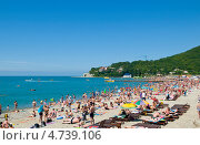 Купить «Курорт Архипо-Осиповка, пляж», эксклюзивное фото № 4739106, снято 9 июня 2013 г. (c) Игорь Архипов / Фотобанк Лори