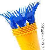 Пластиковая посуда- вилки и стаканы. Стоковое фото, фотограф Попкова Ольга / Фотобанк Лори