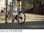 Купить «Латвия. Рига. Велопарковка», фото № 4745878, снято 6 мая 2013 г. (c) Сергей Лешков / Фотобанк Лори