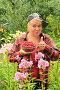 Женщина собирает малину, фото № 4746218, снято 16 июля 2012 г. (c) Юрий Морозов / Фотобанк Лори