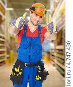 Портрет профессионального разнорабочего на складе. Стоковое фото, фотограф Валуа Виталий / Фотобанк Лори