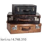 Купить «Стопка из трёх старинных чемлданов на белом фоне», фото № 4748310, снято 2 июня 2020 г. (c) Marina Appel / Фотобанк Лори