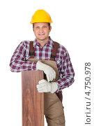 Купить «Рабочий с доской ламината», фото № 4750978, снято 27 октября 2012 г. (c) Андрей Попов / Фотобанк Лори