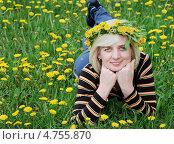 Купить «Женщина лежит на траве с венком из одуванчиков на голове», фото № 4755870, снято 8 мая 2011 г. (c) Несинов Олег / Фотобанк Лори