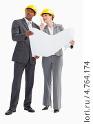 Купить «Архитекторы рассматривают план своего проекта и смотрят вперед», фото № 4764174, снято 22 ноября 2011 г. (c) Wavebreak Media / Фотобанк Лори