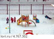 Купить «Дети на прогулке в детском саду», фото № 4767302, снято 25 января 2010 г. (c) Владимир Горощенко / Фотобанк Лори