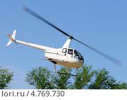 Купить «Первые московские вертолетные гонки, Клин. Вертолет Robinson R44 в полете», эксклюзивное фото № 4769730, снято 25 мая 2013 г. (c) Alexei Tavix / Фотобанк Лори