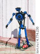 Купить «Фигура человека из автомобильных деталей», фото № 4774230, снято 7 июня 2013 г. (c) Александр Романов / Фотобанк Лори
