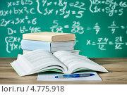 Купить «Подготовка к экзаменам. Раскрытый школьный учебник и доска, исписанная формулами», фото № 4775918, снято 23 января 2013 г. (c) Андрей Попов / Фотобанк Лори