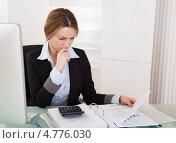 Купить «Бухгалтер за работой в офисе», фото № 4776030, снято 27 февраля 2013 г. (c) Андрей Попов / Фотобанк Лори