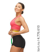 Купить «Счастливая похудевшая девушка измеряет объемы талии», фото № 4776610, снято 12 января 2013 г. (c) Syda Productions / Фотобанк Лори