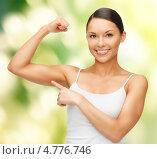 Купить «Красивая спортивная молодая женщина показывает бицепсы на руках», фото № 4776746, снято 12 января 2013 г. (c) Syda Productions / Фотобанк Лори