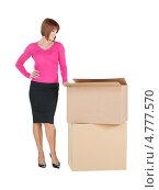 Купить «Веселая молодая женщина в розовом джемпере с большими коробками», фото № 4777570, снято 26 декабря 2009 г. (c) Syda Productions / Фотобанк Лори