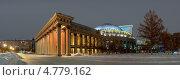 Купить «Панорама Оперного театра Новосибирска ночью - холодные оттенки», фото № 4779162, снято 14 января 2013 г. (c) Сергей Крылов / Фотобанк Лори