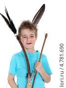 Купить «Улыбающийся мальчик играет в индейца», фото № 4781690, снято 9 марта 2011 г. (c) Phovoir Images / Фотобанк Лори
