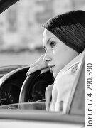 Купить «Женщина отдыхает в автомобиле», фото № 4790590, снято 23 июня 2013 г. (c) Сергей Петерман / Фотобанк Лори