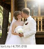 Купить «Жених и невеста, поцелуй», фото № 4791018, снято 10 мая 2013 г. (c) ElenArt / Фотобанк Лори