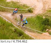 Преследование - велосипедисты на гонке (2013 год). Редакционное фото, фотограф Констатнтин Тарасов / Фотобанк Лори
