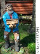 Купить «Фигурка мужчины с дровами», фото № 4797698, снято 21 июня 2013 г. (c) Максим Тимофеев / Фотобанк Лори