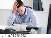 Купить «Бизнесмен разочарован в документах, крупный план», фото № 4799762, снято 21 сентября 2011 г. (c) Wavebreak Media / Фотобанк Лори