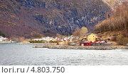 Купить «Берег фьорда Согнефьорд», фото № 4803750, снято 30 апреля 2013 г. (c) Parmenov Pavel / Фотобанк Лори