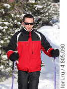 Купить «Лыжник на прогулке», фото № 4805090, снято 14 января 2010 г. (c) Phovoir Images / Фотобанк Лори
