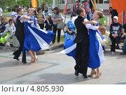 Купить «Выступление танцоров на Цветном бульваре в Тюмени в День молодежи», фото № 4805930, снято 29 июня 2013 г. (c) Землянникова Вероника / Фотобанк Лори