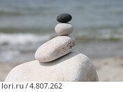 Купить «Каменная башенка (инь-ян)», эксклюзивное фото № 4807262, снято 13 июня 2013 г. (c) Ната Антонова / Фотобанк Лори