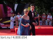 Купить «Эвелина Хромченко с сыном на церемонии закрытия 35-го Московского международного кинофестиваля», фото № 4808654, снято 29 июня 2013 г. (c) Nadya Pyastolova / Фотобанк Лори