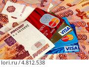 Купить «Деньги и цветные кредитные карты», фото № 4812538, снято 2 июня 2013 г. (c) Старостин Сергей / Фотобанк Лори