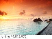 Купить «Закатный пейзаж с домиками на Мальдивах», фото № 4813070, снято 18 сентября 2011 г. (c) Иван Михайлов / Фотобанк Лори