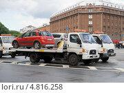 Купить «Эвакуаторы на Исаакиевской площади», эксклюзивное фото № 4816258, снято 15 июня 2013 г. (c) Александр Щепин / Фотобанк Лори