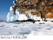 Купить «Красивый зимний пейзаж заснеженного побережья и покрытое льдом озеро Байкал в районе Малого моря, остров Ольхон, Россия», эксклюзивное фото № 4816298, снято 9 марта 2013 г. (c) Николай Винокуров / Фотобанк Лори