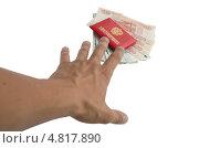Рука тянется к удостоверению и деньгам. Стоковое фото, фотограф Михаил Бессмертный / Фотобанк Лори