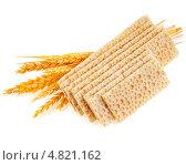 Купить «Зерновые хлебцы и колоски пшеницы  изолированно на белом фоне», фото № 4821162, снято 10 апреля 2013 г. (c) Литвяк Игорь / Фотобанк Лори