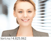 Купить «Красивая молодая женщина крупным планом у окна», фото № 4825062, снято 17 апреля 2011 г. (c) Syda Productions / Фотобанк Лори