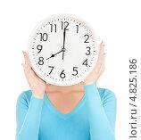 Купить «Молодая женщина с большими часами», фото № 4825186, снято 12 декабря 2009 г. (c) Syda Productions / Фотобанк Лори