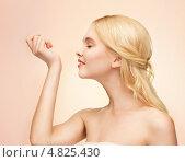 Купить «Красивая молодая женщина с красивыми светлыми волосами», фото № 4825430, снято 2 марта 2013 г. (c) Syda Productions / Фотобанк Лори