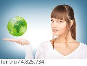 Купить «Красивая девушка показывает над ладонью земной шар», фото № 4825734, снято 13 марта 2010 г. (c) Syda Productions / Фотобанк Лори