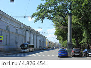 Колонна на Конногвардейском бульваре (2013 год). Редакционное фото, фотограф Андрей Кушнирук / Фотобанк Лори